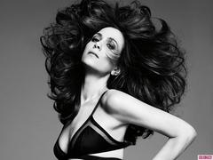 kristen wiig strips down for 'harper's bazaar'